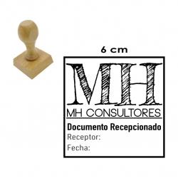 Timbre de goma Cuadrado o Redondo GRANDE 6x6 cms. con soporte de madera.