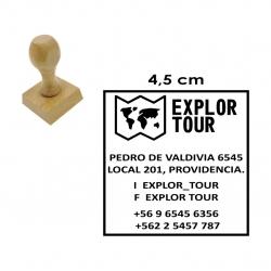 Timbre Cuadrado de 4,5 centímetros con base madera. modelo M45, disponible con servicio exprés.