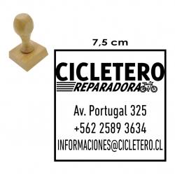 Timbre de goma Cuadrado GRANDE 7,5x7,5 cms. con soporte de madera, disponible para servicio express de 1 hora