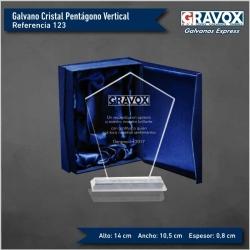 Galvano de Cristal Pentágono Vertical, Incluye caja de presentación y grabado láser