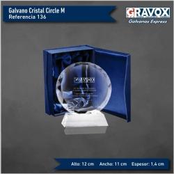 Precioso Galvano de Cristal Circle M (Mediano), Incluye grabado láser y caja de presentación