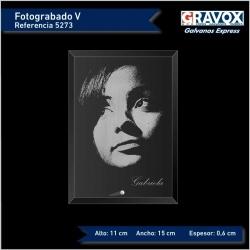 Foto grabada con texto opcional 11x15 cms. orientación vertical es un regalo personalizado perfecto incluye caja de regalo