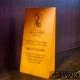 Galvano Cuña de Madera Vertical con grabado láser y caja de presentación. mide 8,5x17x4,5 cms.